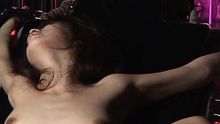 Szexi lány kötözve, baszott nagy gép