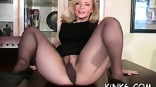 kedves szexfüggő kiteszi szőrös puss in áttetsző harisnya