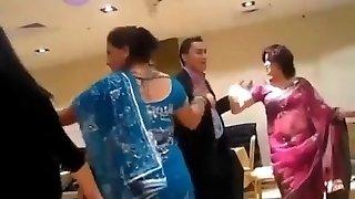 ohromující nepálské teto tančí na večírku