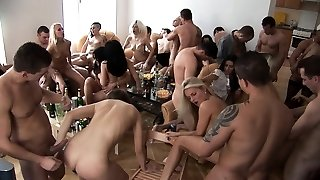Preggie Girl Likes Home SEX with Friends