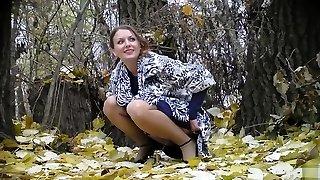 신부와의 싸움은 그녀의 웨딩드레스는 그녀로 피해 숲에서