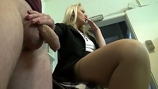 Housewifely friend gets rewarded with a truly uber-cute blowjob performed by blondie