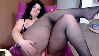Hot Plump Dark Haired On Webcam