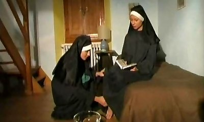 duo van warme ultra-kinky nonnen!