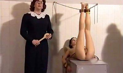 georgina lewis pălmuit în film conac detenție trio
