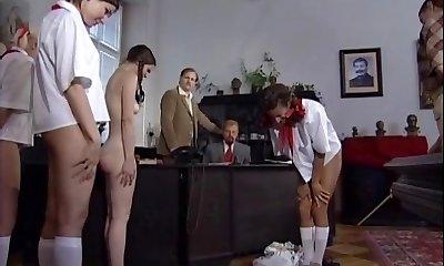 צ ' כית minxes נענש עם מכות -