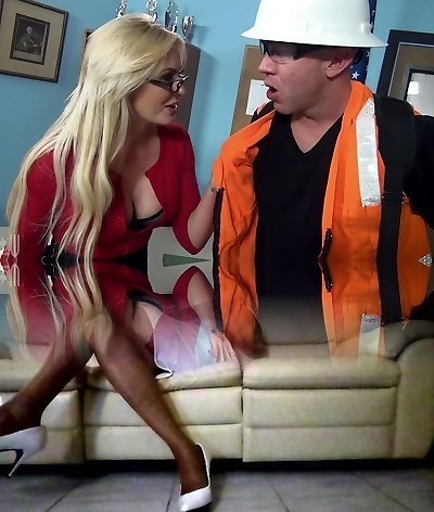 Blonde mature in glasses Gigi Allens humps a steamy builder