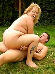 Blonde bombshell Helga gets her mouth filled with cum after an outdoor BBW fucking session