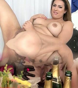 Patricia Bismark - Super-sexy Latina Transgirl Wanking Herself