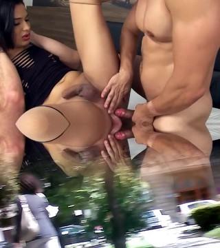 Priscila Reis Stretch That Bum Out