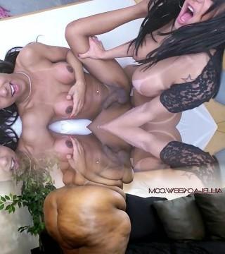 Trans Erotica Two Hot Brazilian Big Titty T Girls Fucking and Sucking