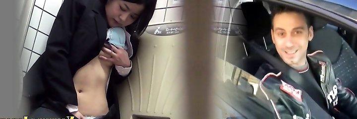 Japanese babe rubs cunny