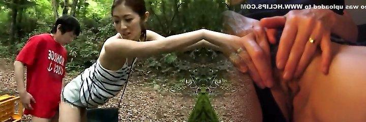 Asian amateur has outdoor sex