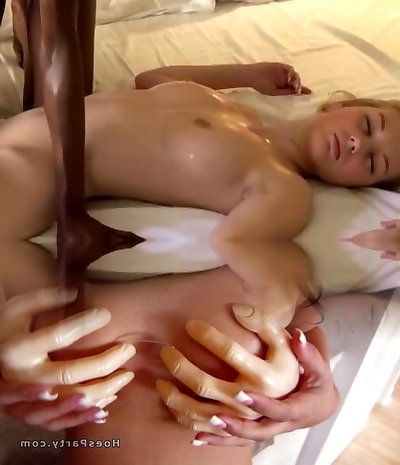 Interracial Lezzie Massage