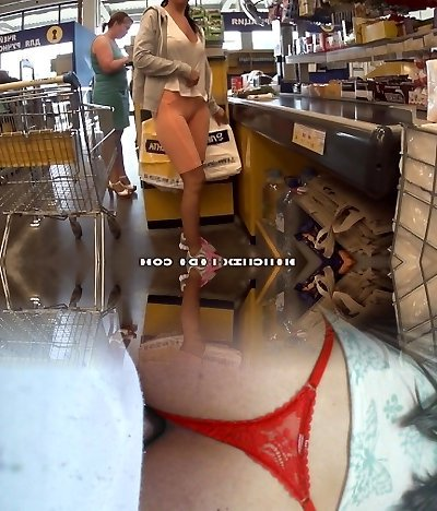 Cameltoe and showcasing in a supermarket