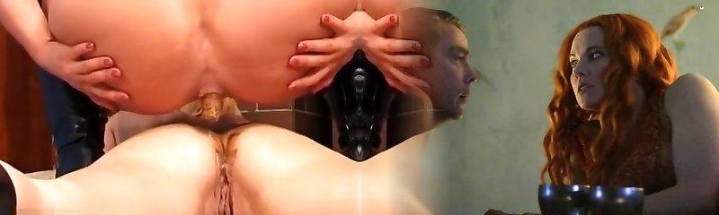 2 chicks pissing