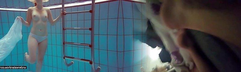 Ultra-cute Melissa plays underwater