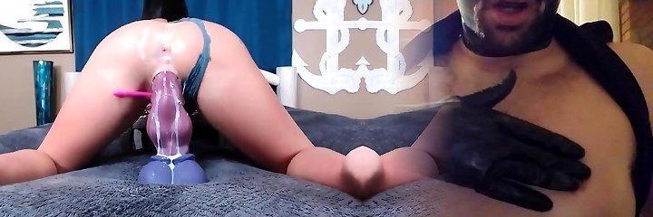 Amateur girlfriend toying her ass