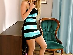 Such a cute blonde with such a horny pair of stiletto heels on