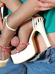 Sizzling hot guy sucking nyloned feet in spike heel shoes before muffdiving