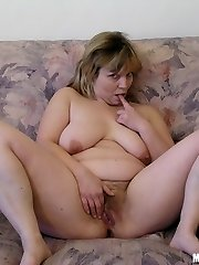 Naked mature mom showing unshaved pussy