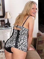 Mature amateur Tabitha Green seductively strips.