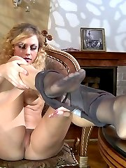 Hot curly-head wraps her black pantyhose around the toes of her yummy feet