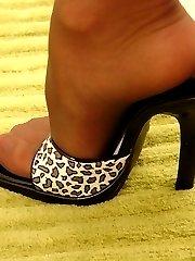 Stud jizzes on Mayas little feet