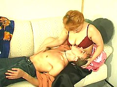 Luscious mature chick luring horny guy into breathtaking suck-n-fuck action