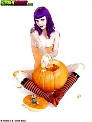 Purple-haired big boob goth inserts pumpkin seeds