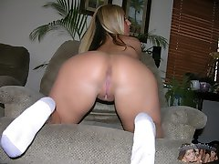 Hot Amateur Blonde Babe Modeling Nude
