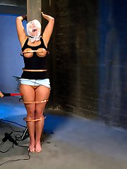Princess Donna pushes sexy MILF Mellanie Monroe right to her limits with strong electricity,...