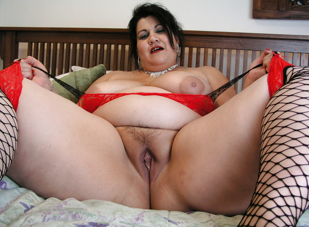 Plump naked on hidden cam