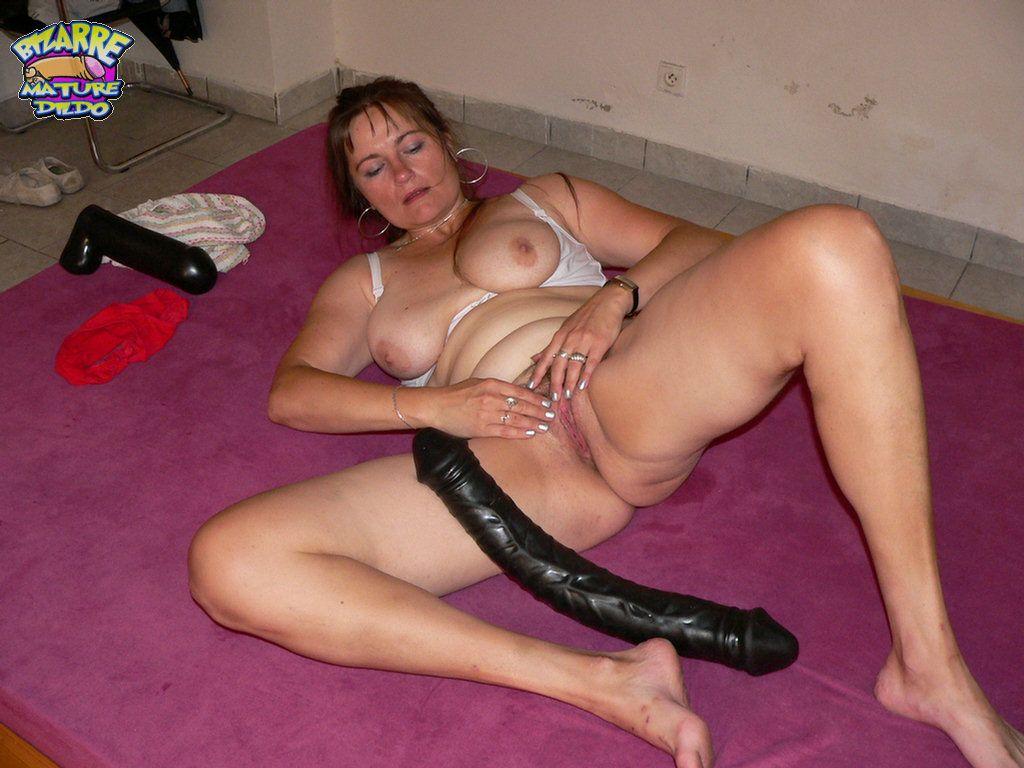 Hot mature dildo