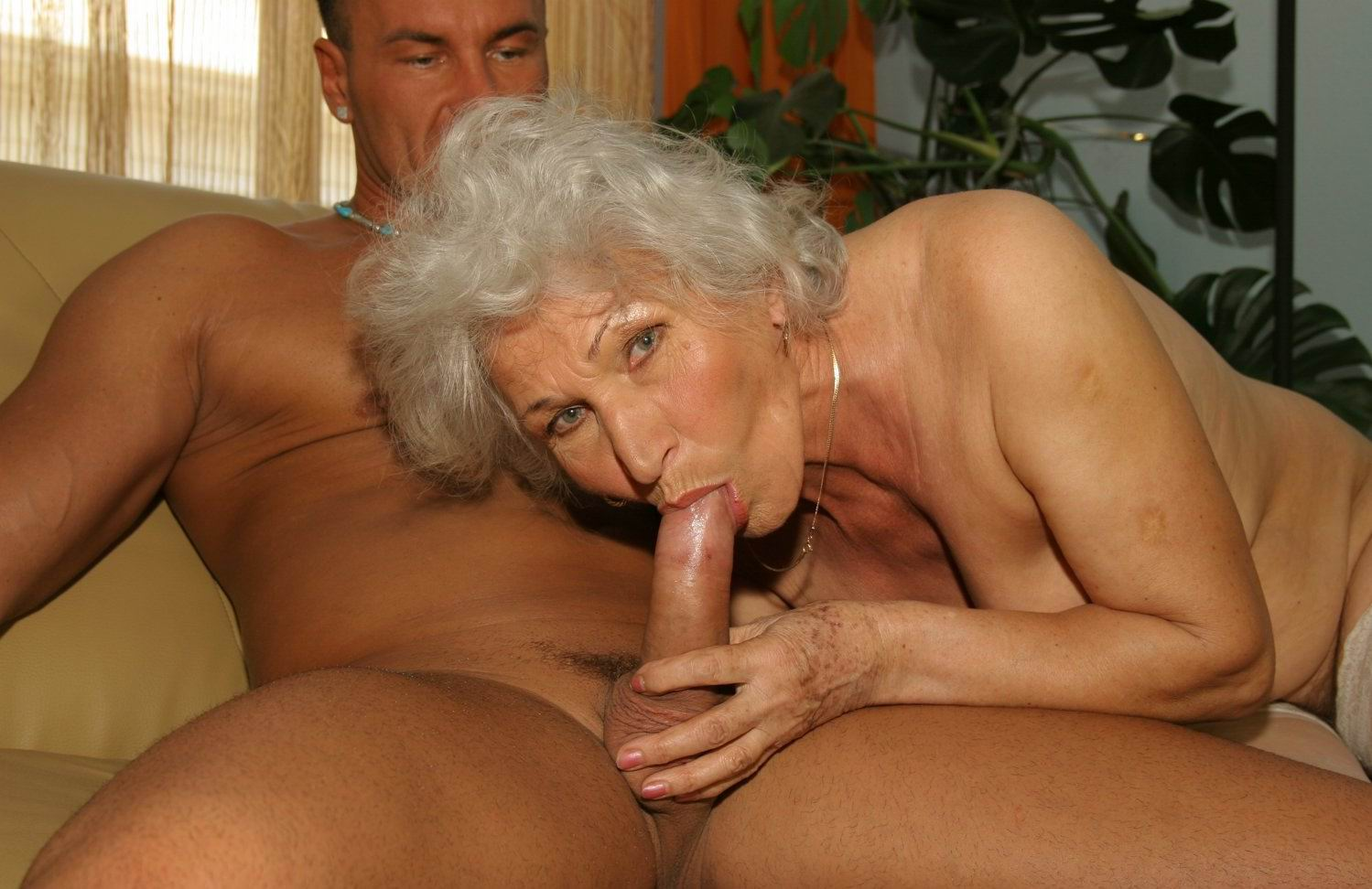 Amateur Mature Fucks Young Guy