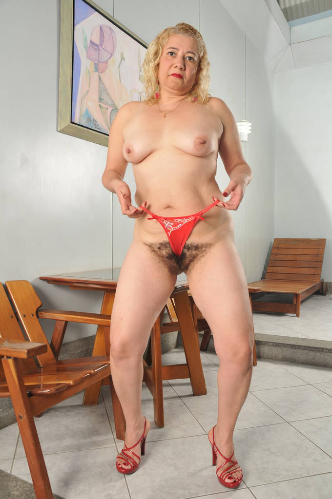 Solo with a juicy blondie