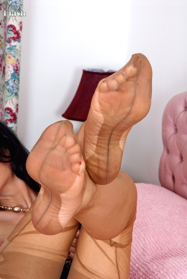 Abella Danger Feet Lesbian