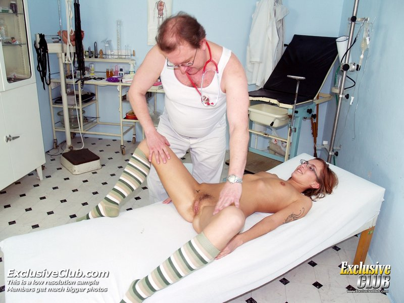Jane Pussy Gaping On Gyno Chair At Clinic During Speculum Exam