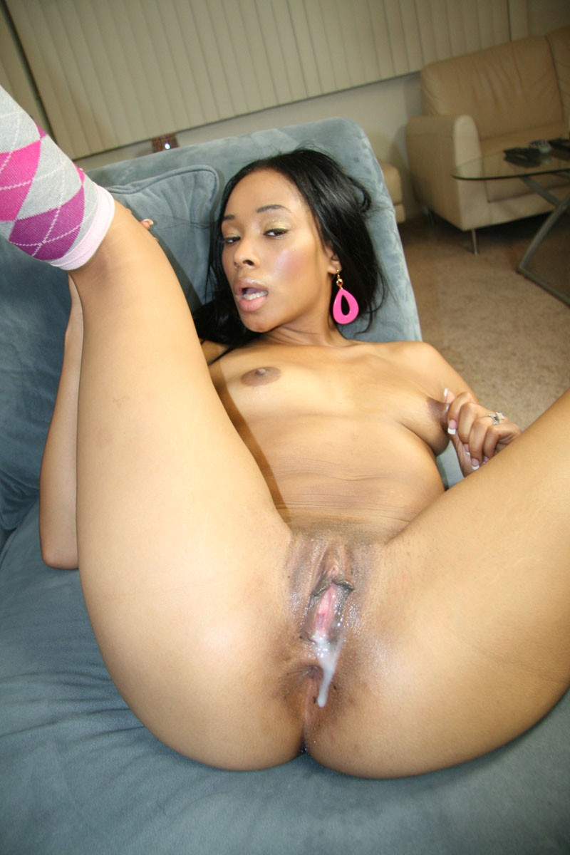 Hairy Ebony Milf Masturbation
