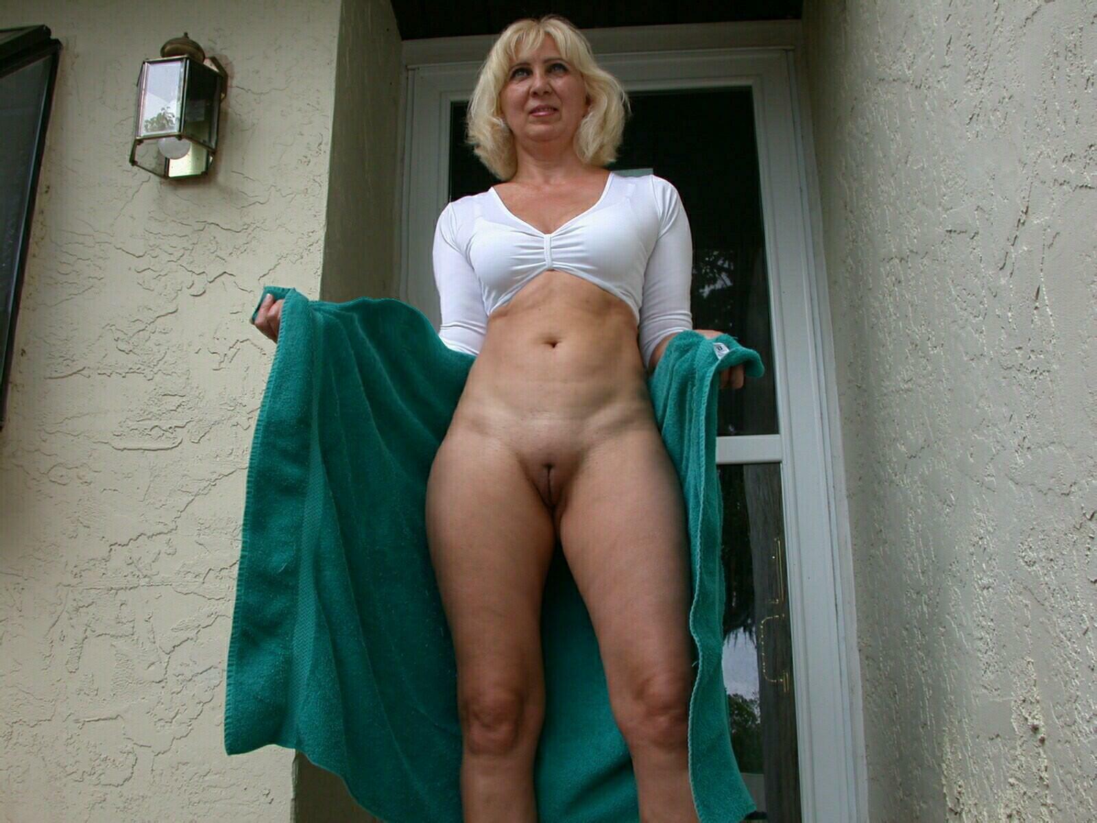 Blonde milfs nude plcs