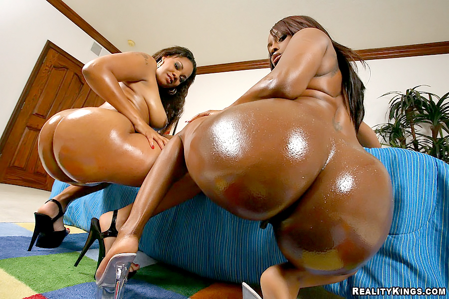 Big Oiled Ass Threesome
