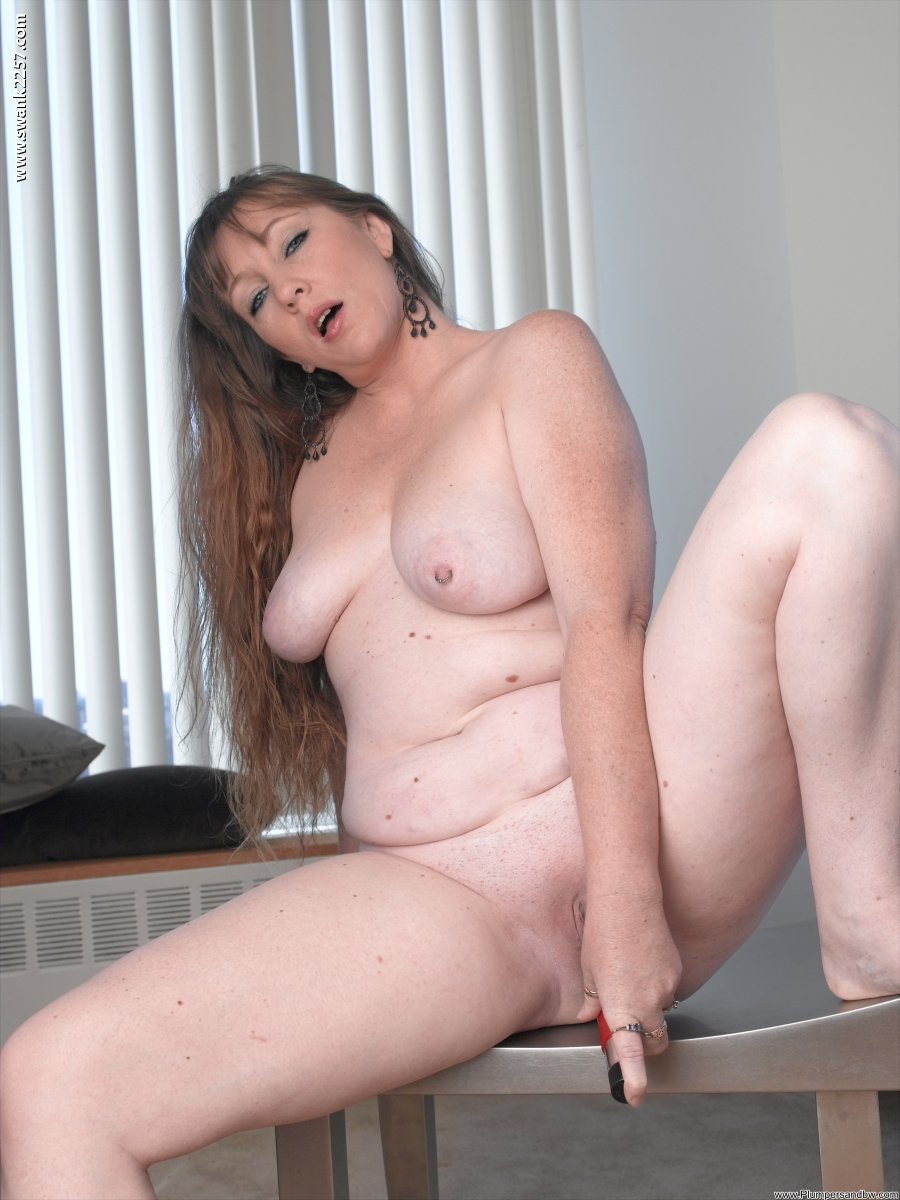 Big Beautiful Plumpers - Brook cups her hanging tits and shakes her big beautiful ...
