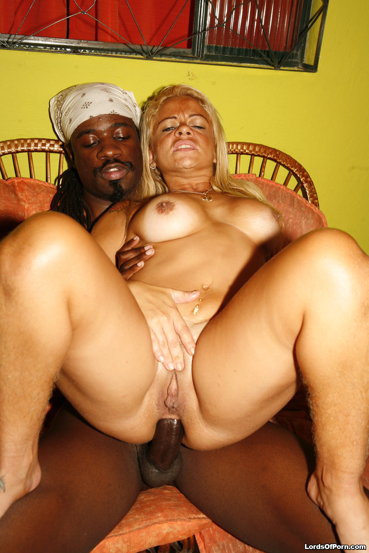 Big Booty Ebony White Cock