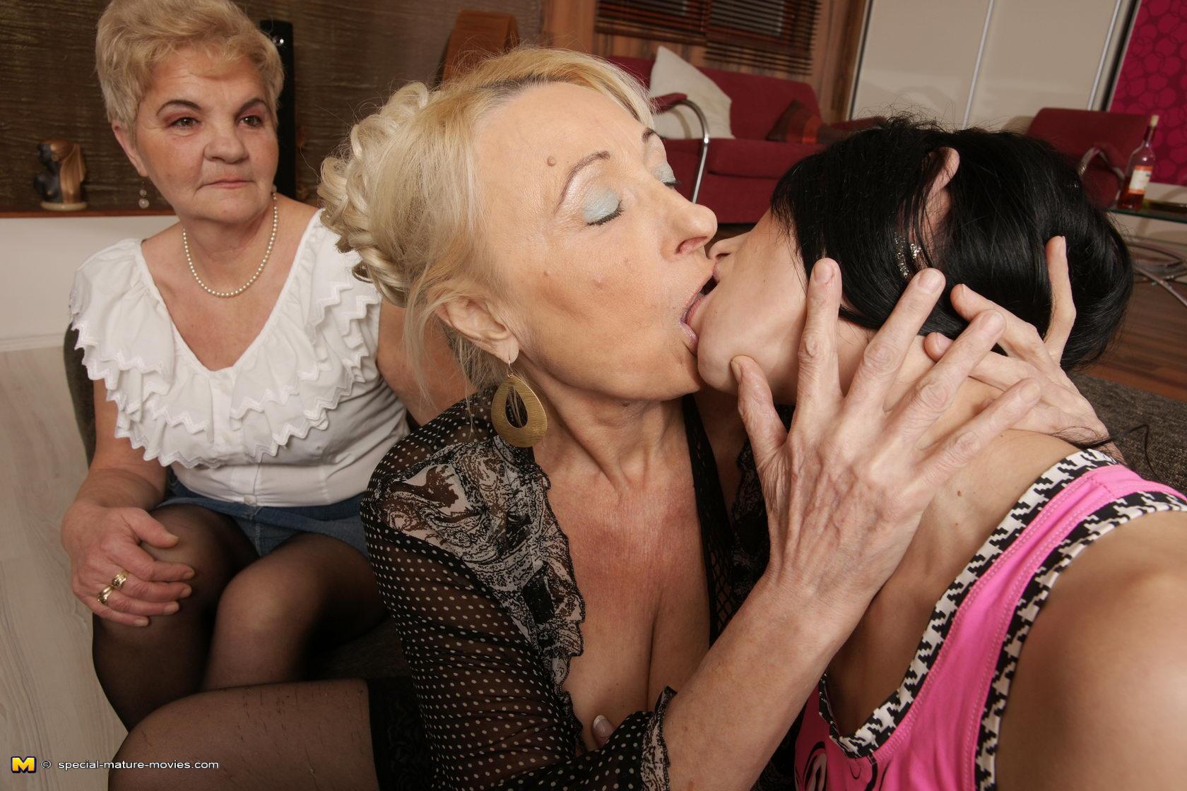 Mature Lesbian Teen Strapon