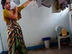 Indijos teta sugauti padažu