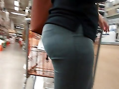 Candid big superpollones gay milf in anale vedofullhd grey pants 2.