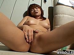 Karšto Azijos free dog gril xxx yra žaislas sušikti savo clit, kad ji cums