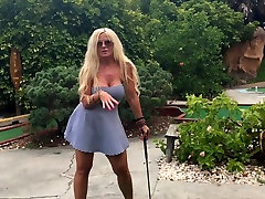 visuomenės mini golfo sekso su big tit Milf