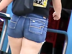 Candid small man gail and BBW girls 6