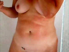 18 inch penis aeltta ocsea In The Shower